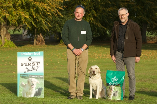 From Norway: Meadowlark Ballyrush / Per Lier To the right is Erik Aalund, who generously sponsored a 7 kilo bag of grainfree First Buddy dogfood for all the contestants.